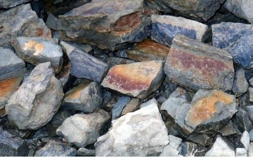 龍穴の石.jpg